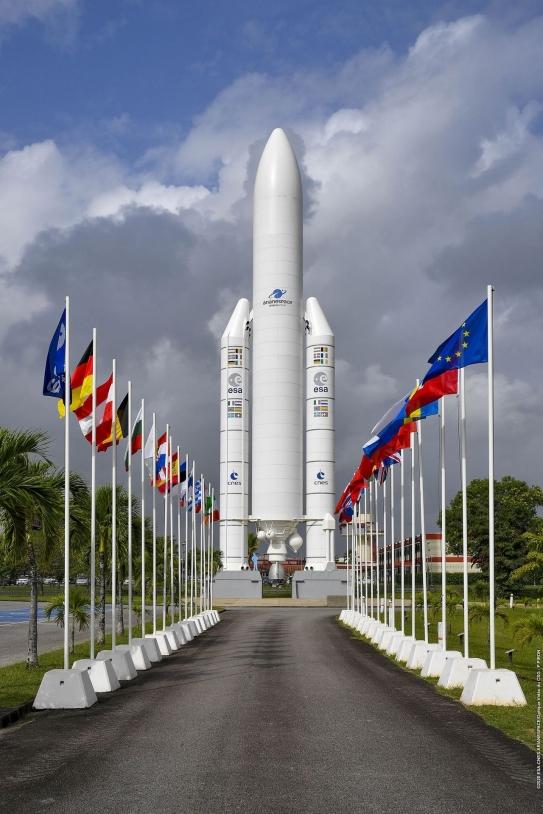 Allée des drapeaux du CSG