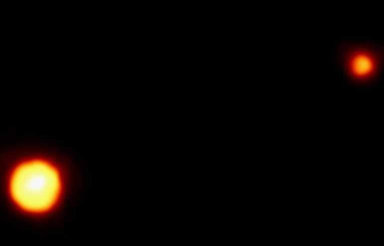 Pluton et son satellite Charon vus par le télescope spatial Hubble. Crédits : NASA